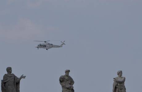 POPE: PAPAL HELICOPTER ARRIVES AT VATICAN CITY
